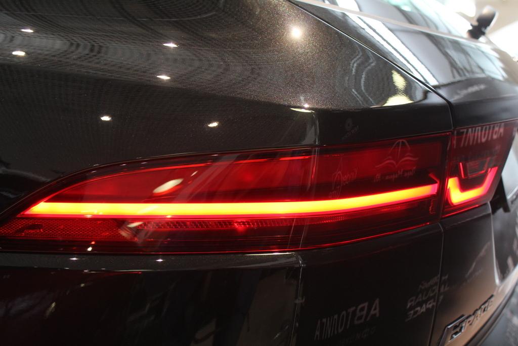 Jaguar E-PACE фото