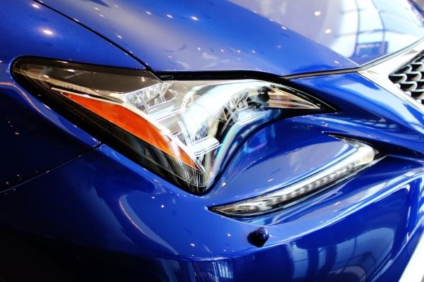 Lexus Передняя фара